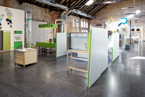 Wienss Innenausbau GmbH - Forscherfabrik Schorndorf - Innenausbau, Objektbau, Museumsbau - Akustiktrennwände - Aufbau der Ausstellung mit Trennwänden