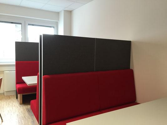 Wienss Innenausbau GmbH - Silenzio 4.0 von Leitex - akustisch wirksames modulares Trennwandsystem - Einsatz im Büro - Besprechungsecke