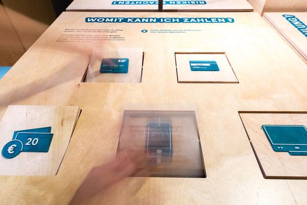 Mein Geld - eine Mitmachausstellung - von und mit Wienss. Innenausbau. www.wienss-innenausbau.de - zahlen - klappen und spielen