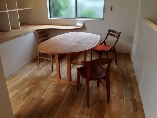 変形したスペースのためのテーブル