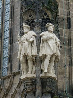 Restaurierte Figuren am Dom