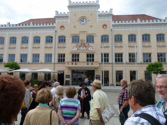 Infos zur Stadtgeschichte vor dem Rathaus