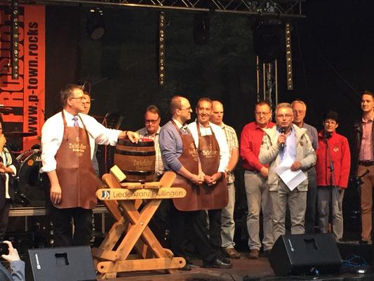 Christian Bretschneider vom Geschichtsverein überbringt die Grüße des Bürgermeisters