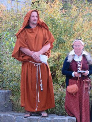 ...mit einem Mönch ...