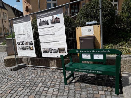 Die neue Museumsbank und der Ideen-Briefkasten