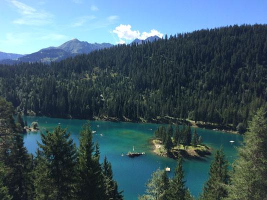 Der Caumasee liegt im unbewohnten Südteil der Gemeinde Flims im Schweizer Kanton Graubünden