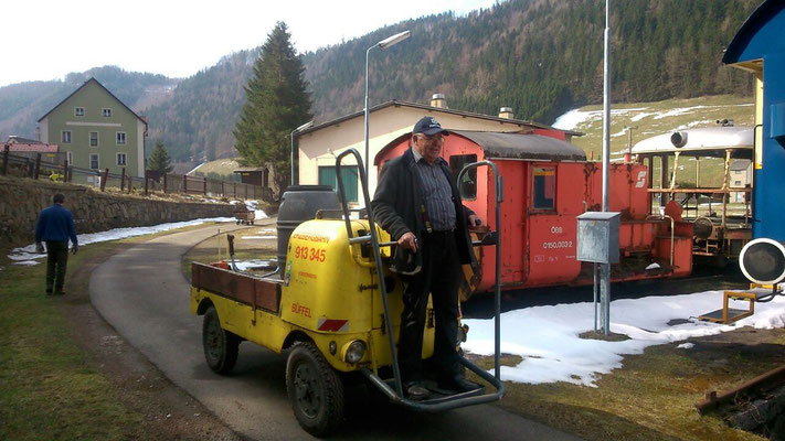 Jenbacher Büffel 913 345 im Einsatz