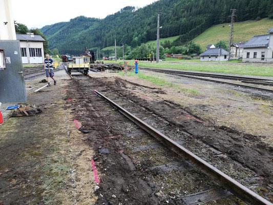 Die Schienen wurden losgeschraubt und zum Teil auch anderorts verwahrt