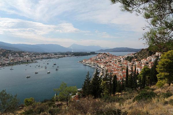 Blick über Poros zur Peloponnes