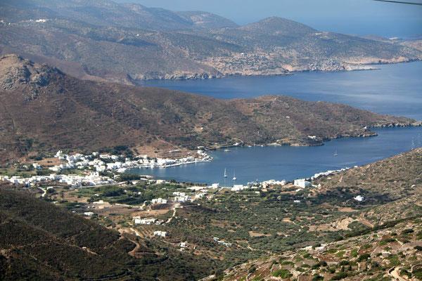 Katapola, Hafenort im Nordwesten der Insel