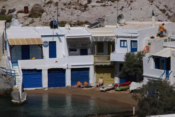 Mandrakia, ebenfalls eine Ansiedlung von Garagen für Fischerboote