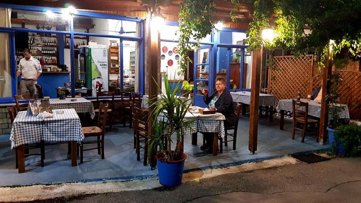 Taverne Skala Maries am Abend