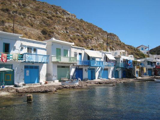 Klima, ehemals Unterstelltplätze für Fischerboote, heute teilweise Wohnungen für Touristen
