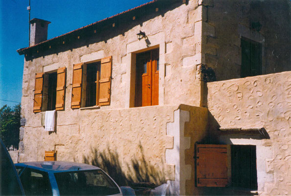 das fertige Haus von der Straße aus gesehen