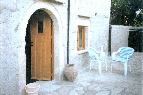 unser Eingang und das Küchenfenster
