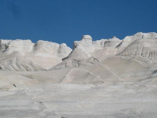 Sarakiniko, von der Witterung geformtes grauues Vulkangestein