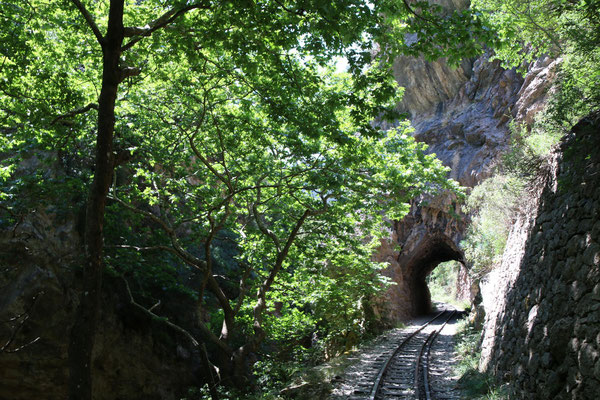 und durch Tunnel ...