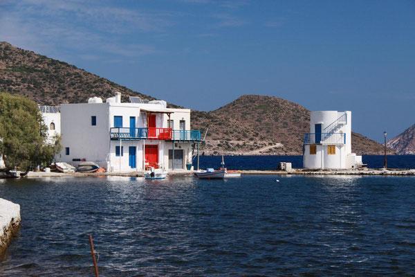 Embourios, Ansiedlung auf der Adamas gegenüberliegenden Seite der Bucht