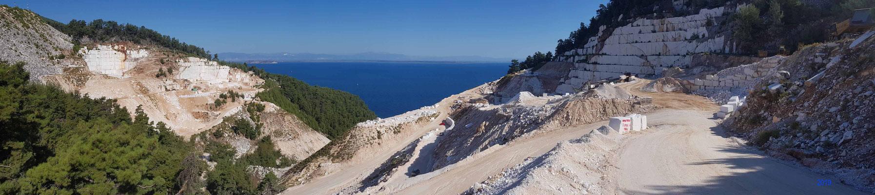 Steinbruch oberhalb von Porto Vathy Beach - Πόρτο Βαθύ
