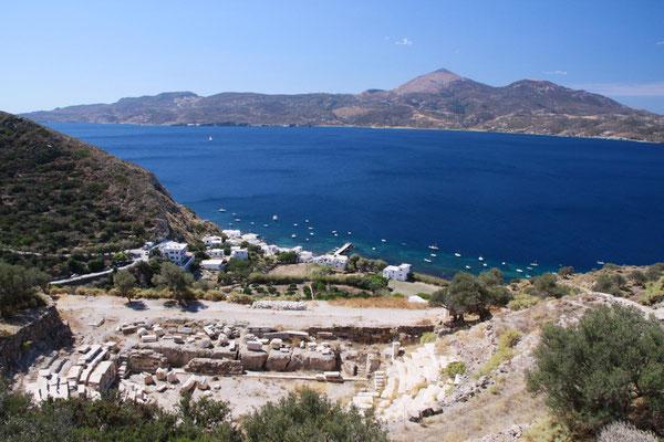 antikes Theater unterhalb vom Hauptort, unten an der Küste liegt Klima