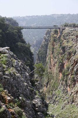 Die Brücke über die Schlucht