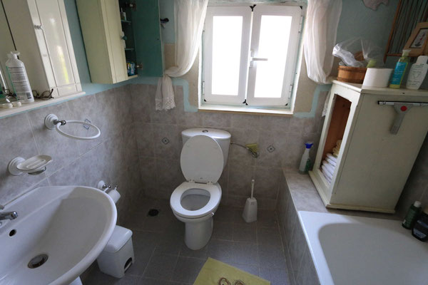 und das dazu gehörige Badezimmer