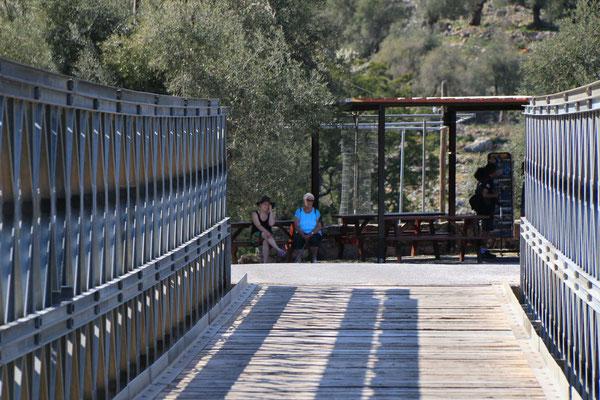 Die Straße über die Brücke