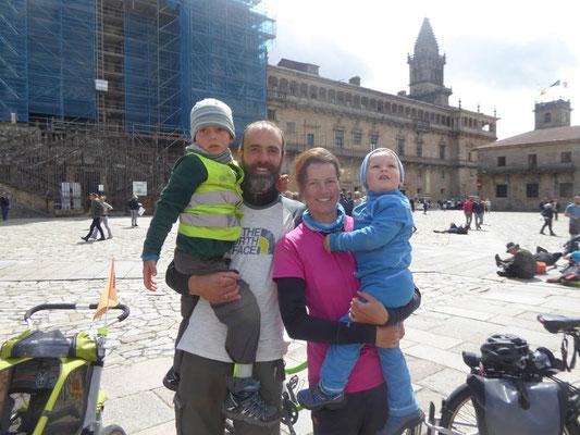Am Ziel unserer Reise auf dem Platz vor der Kathedrale in Santiago de Compostela