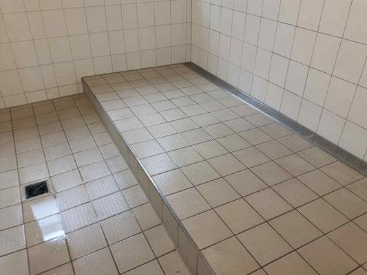 Duschraum nach der Sanierung