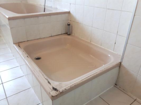 Bade-und Duschwanne vor der Verfugung