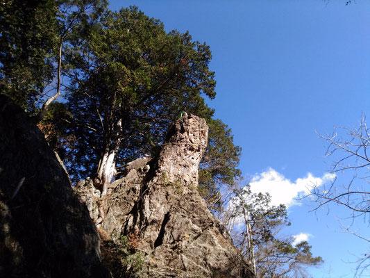 天狗岩。天狗の鼻に見えることからその名が付けられたようです。