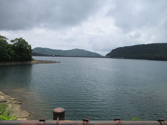 玉原湖(玉原ダム)を眺めながら、玉原センターハウスへ戻りました。