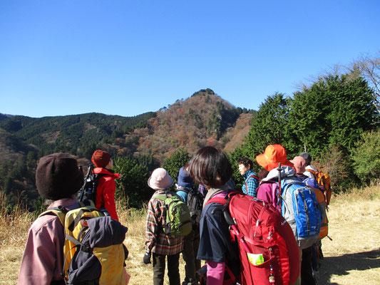 大岳山が間近に見られます。