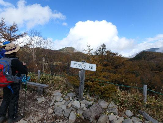 三方ヶ峰に到着。晴れてきました。