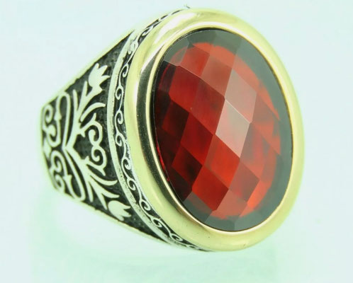 мужское кольцос рубином в серебре