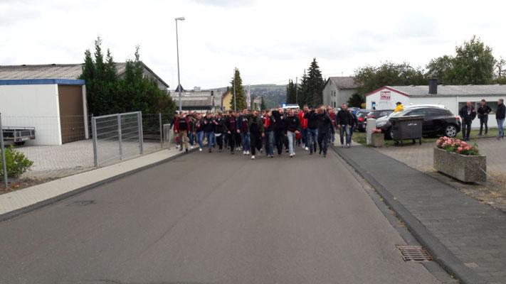 Anmarsch der FCK-Ultras