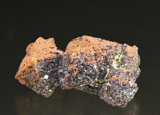 Pseudomorphose Kupfer nach Cuprit; F: Rubtsovskoe, Russland; B: 2cm; Sammlung F. Mattenberger.<br>Foto: Copyright © 2018 by Olivier Roth, Switzerland