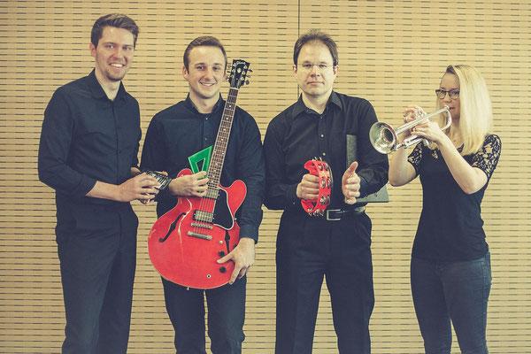 v.l.n.r.: Jan Brell (Keyboard), Lukas Kunkies (Gitarre), Hartmut Opfermann (Percussion), Annika Schwertel (Trompete)