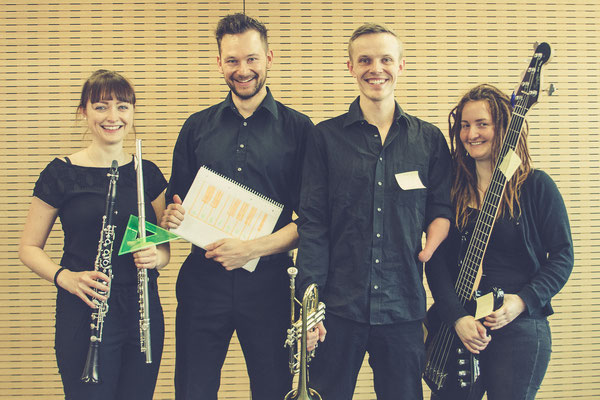 v.l.n.r.: Jaqueline Stürmer (Reed 1), Michael Pempeitner (Keyboard), Johannes Hammar (Trompete), Katharina Käding (Bass)