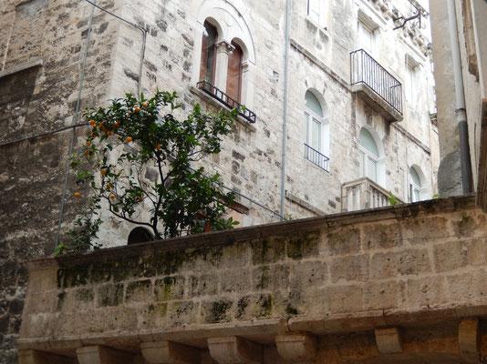 Bari, old town, Meravigli Arch