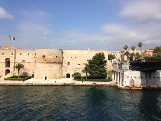 Taranto, the aragonese castle