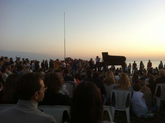 Torre Quetta beach; piano concert at dawn