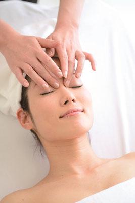 施術に使用する化粧品はすべてミキモト コスメティックス製品です。