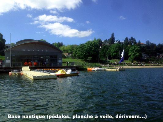 Base nautique (pédalos, planche à voile, dériveurs - locations et stage)