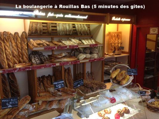 La boulangerie à Rouillas Bas (5 minutes des gîtes)