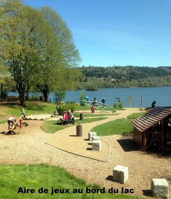 Aire de jeux au bord du lac
