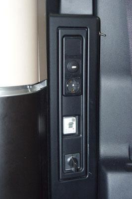 Umschalter 230 V Steckdose zwischen Landstrom (1) und 1200 W DC - AC Wandler (2)