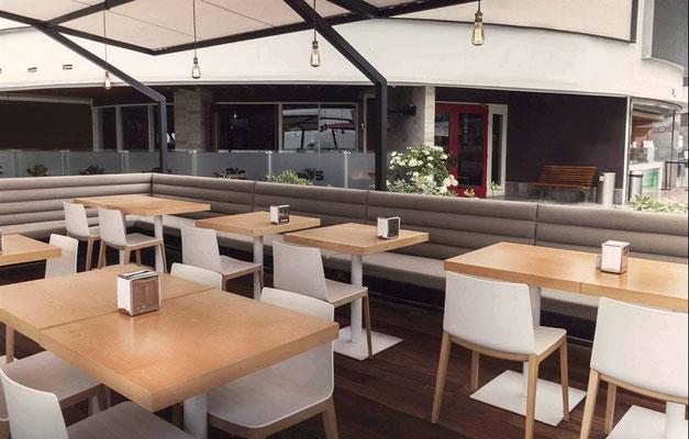 Cafeteria eingerichtet mit Andreu World
