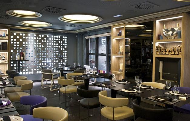 Cafeteriamobiliar gemütlich hier mit Andreu World ausgestattet