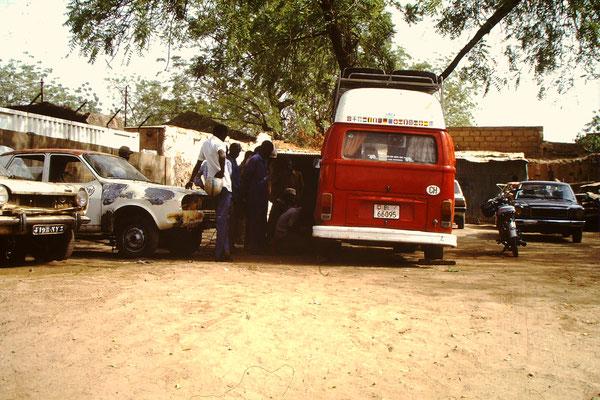 Mein VW Bus in einer Werkstatt (1987)